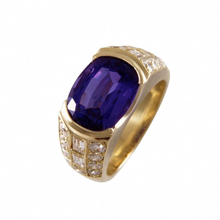 Tanzanite and Diamond 18k Yellow Gold Ring