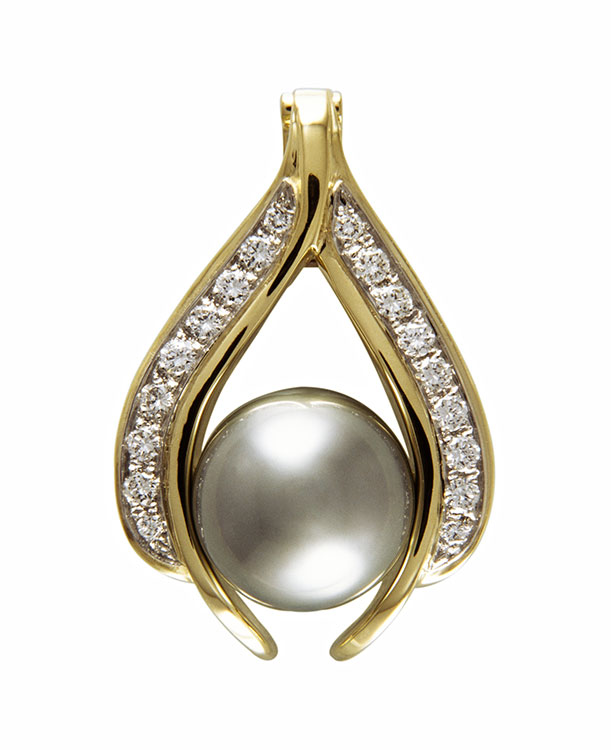 Pearl and Diamond 18k Yellow Gold Pendant